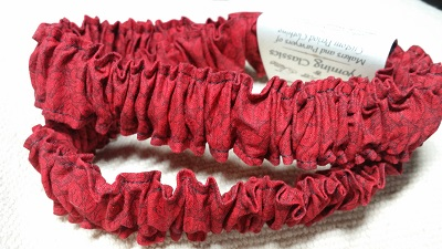 080 Red with Black Leaves Design Pair of Cotton Print Sleeve Garters